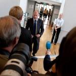 Forsvarer Geir Lippestad møter pressen etter rettsmøtet den 19. august