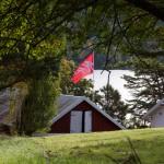 AUFs flagg vaier i vinden på Utøya